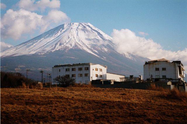 1995年1月に撮影されたオウム真理教の施設=山梨県上九一色村富士ケ嶺で