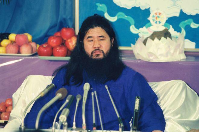 1990年10月25日、記者会見に現れたオウム真理教元代表の松本智津夫(麻原彰晃)元死刑囚