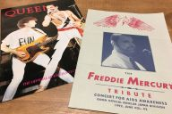 1992年にイギリスであった、フレディの追悼コンサートは、日本からも旅行会社がツアーを組んだほど。1970年代や80年代に心酔していたファンたちが駆け付けた。