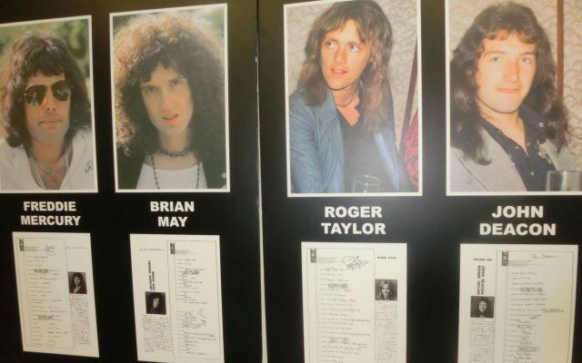 トークイベント会場に掲示されていた当時の4人の写真とプロフィール