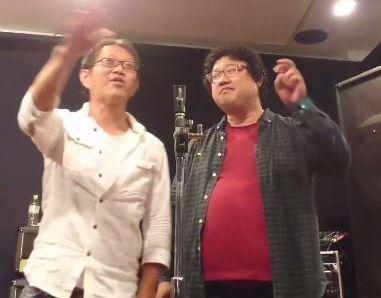 漫才の練習をするこーきちくん(左)