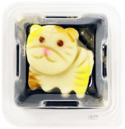 ネコをかたどった和生菓子。ネット上では「トラに見える」との声も上がっています