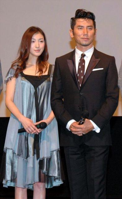 映画「おくりびと」の試写会で舞台あいさつ=2008(平成20)年