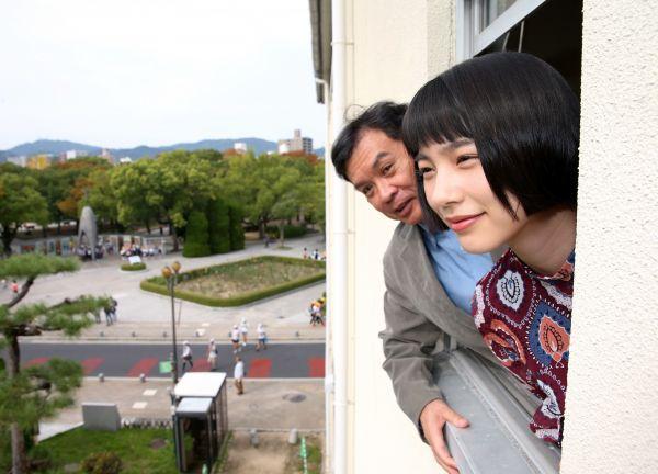 映画「この世界の片隅に」の主演の声を担当した俳優のんさん(右)と片渕須直監督=2016年10月20日、広島市中区、上田幸一撮影