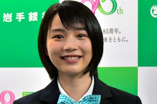 のんさんは、岩手銀行のイメージキャラクターに就任している=盛岡市の岩銀本店、2017年4月3日