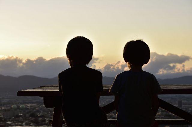 成長するにつれ、きょうだいの関係性に影響が出ることを心配する家族もいる(画像はイメージ)