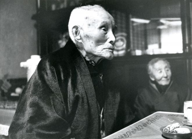 金栗四三さんと妻スヤさん=1980年1月
