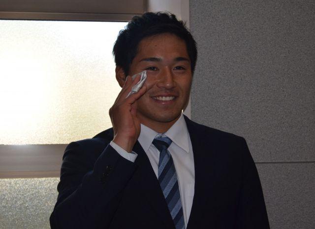 ロッテ育成1位の鎌田光津希投手は「ハンカチ王子」ならぬ「チーフ王子」?