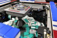 対局に欠かせない全自動麻雀卓。これまで延べ約4万台を修理してきたレジェンドに迫る