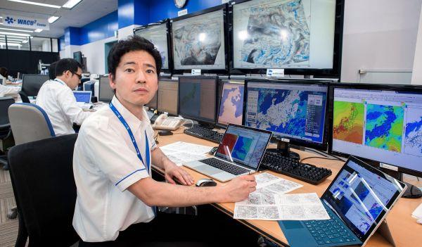 丹羽祐久さん 16年間で見た雨雲レーダー図、約190万枚/ウェザーニューズ 気象予報士(40歳)=横関一浩撮影