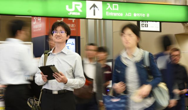 ヴァル研究所の三上雄平さん=JR高円寺駅、工藤隆太郎撮影