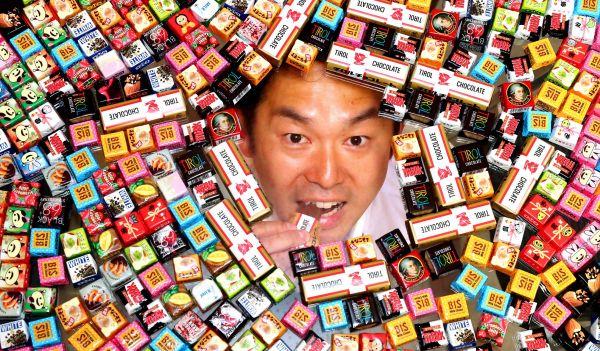 松嶋祐介さん 試作したチョコ、約7850種類/チロルチョコ 開発部長(41歳)=小宮路勝撮影