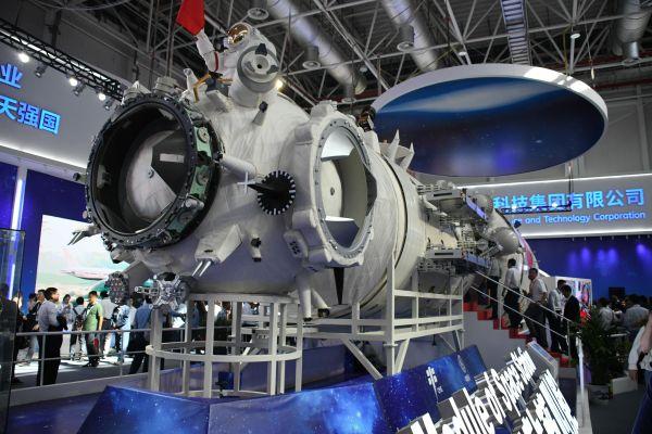 中国が建設予定の宇宙ステーションのモデル。中国も宇宙開発に力を注ぐ=2018年11月、中国広東省珠海、益満雄一郎撮影