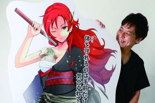 スマホゲーム「うんコレ」に登場するキャラクターと、日本うんこ学会長の石井さん