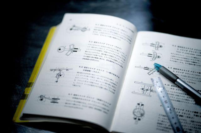 「発想のヒントで手放せない」という19世紀の機械の仕組みなどを載せた事典