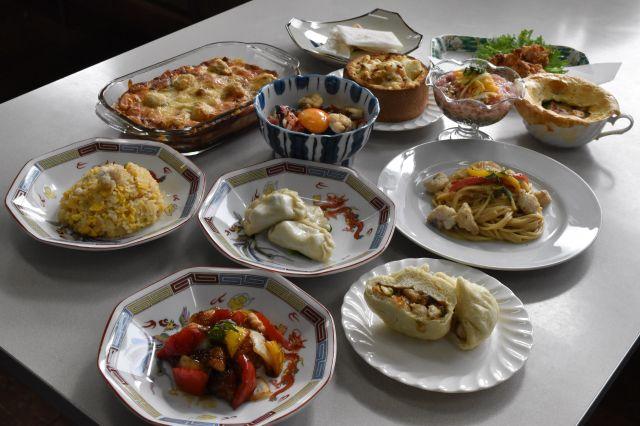 生徒12人が考案したオリジナルのアンコウ料理=山口県下関市の県立長府高校