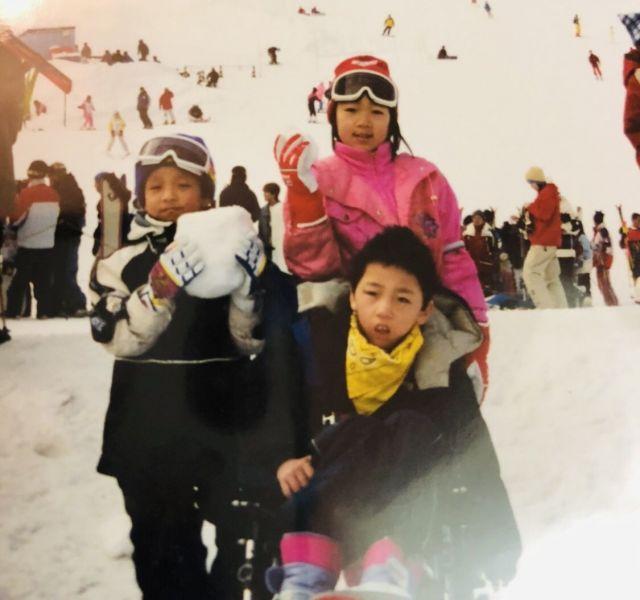 家族で訪れたスキー場での一枚=2000年2月/信州の蕨平スキー場
