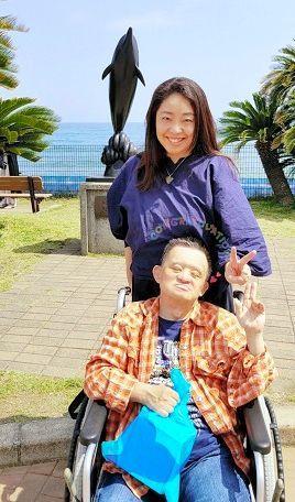 持田恭子さんは、兄と一緒に鴨川シーワールドへ行くのが楽しみだ=千葉県、2018年5月