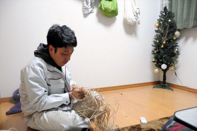 「夜や休日は村でやることが少ない」。佐藤祐太さんはそんな思いから、手芸を始めた