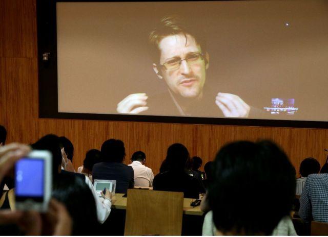 米政府による通信傍受などの情報収集活動を2013年に暴露した米中央情報局(CIA)元職員、エドワード・スノーデン氏。16年6月、東京で開かれた「監視社会」のシンポジウムに亡命先のロシアからネット中継で参加した。技術の進歩やテロ対策を背景に「政府が一般市民を無差別に監視できる状況になっている」と語った。