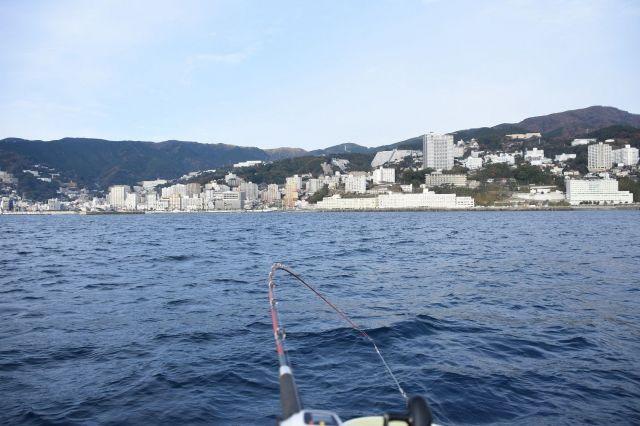 船から見た熱海の景色