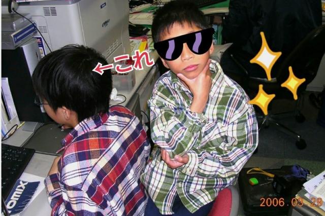小学生の頃の石田さん(左)=本人提供