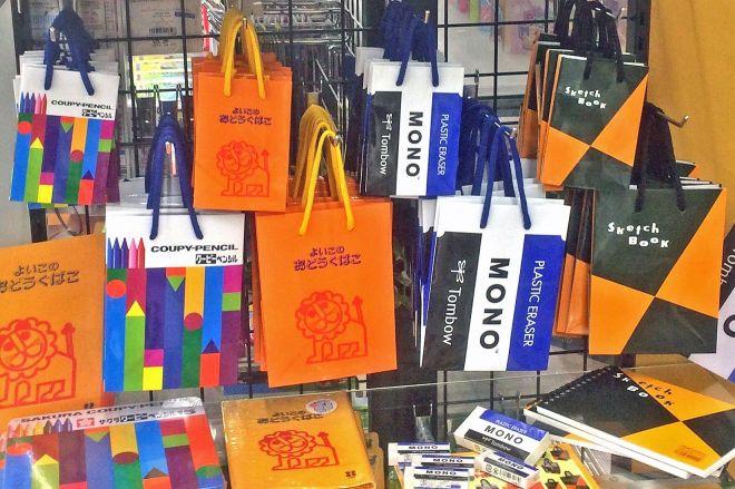 「文具デザインギフトバッグ」は全4種類です