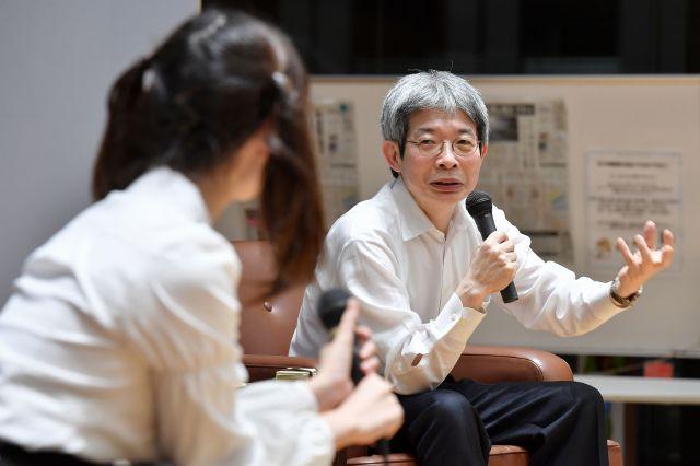 平田オリザさん(右)