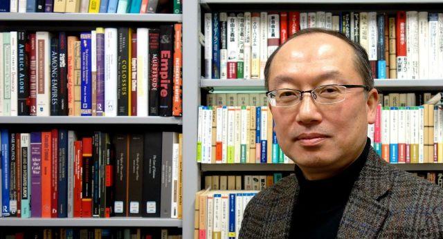 成蹊大学の遠藤誠治教授=2019年1月