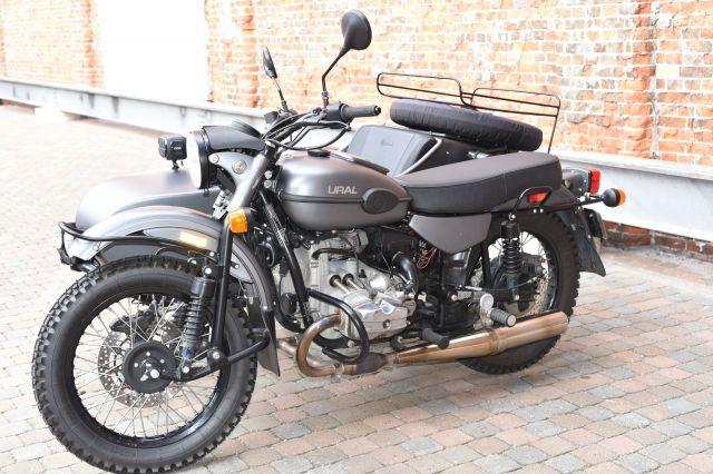 ウラルのスタイルは初代からほとんど変わっていない。第2次世界大戦ごろの軍用オートバイの雰囲気が漂っている=中川仁樹撮影