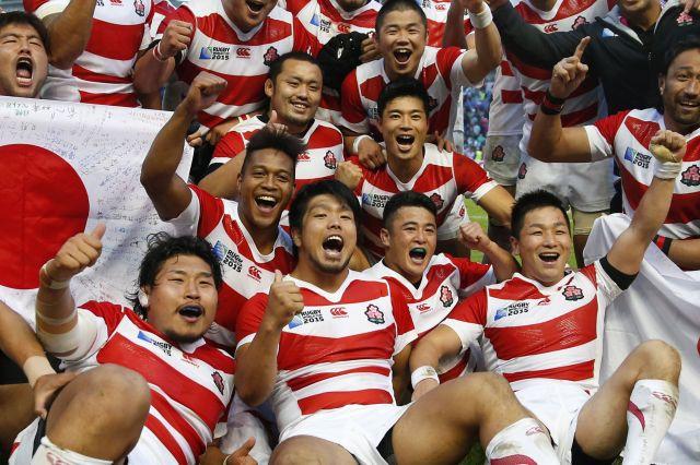 南アフリカに勝ち、喜びを爆発させる日本代表