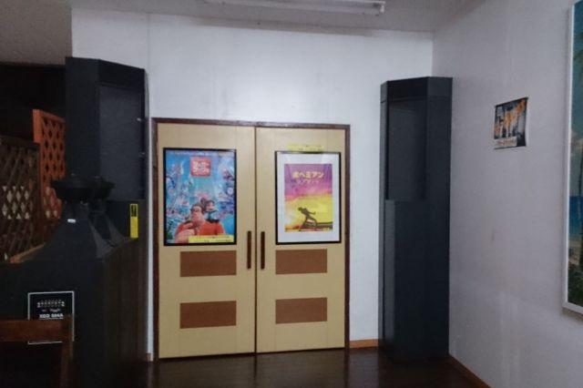 本屋の2Fにある映画館「シネマパニック」の入り口前のフロアなどは、平日、放課後等デイサービスに利用されている(南琴乃さん提供)