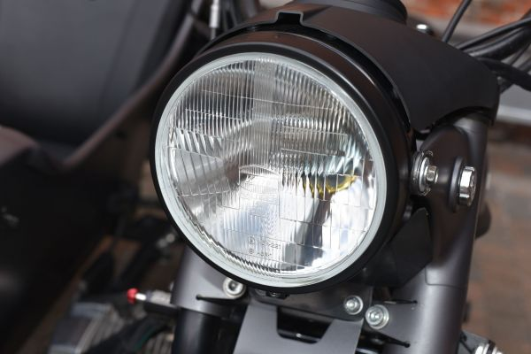 日本で販売するモデルには小糸製作所のライトが装着されています