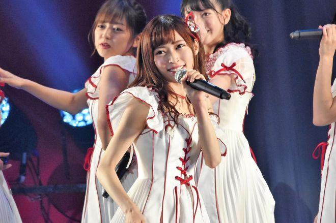 事件前、ステージ上でパフォーマンスをするNGT48の山口真帆さん=昨年9月、日本武道館