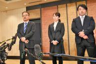 一連の問題について説明するAKS幹部=2019年1月14日、東京都千代田区