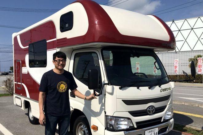 キャンピングカーで1000カ所以上の道の駅を巡った達人。沖縄キャンプを巡ります