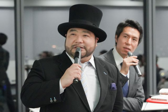 集まった相談に答えていく山田さん