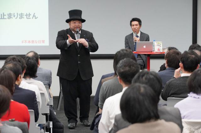会場に集まった人たちにも意見を聞く山田さん
