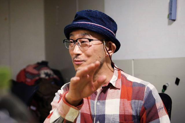 インタビューに答える前田哲監督=山本哲也撮影