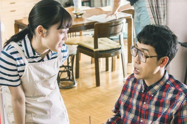 鹿野さんの元に通う女子大生・美咲(高畑充希さん=左)も、鹿野さんとの交流から、他者との関わり方を学んでゆく