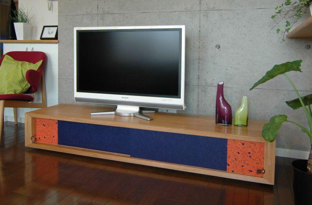 「fuscoma.」のテレビ台=黒羽表具店提供