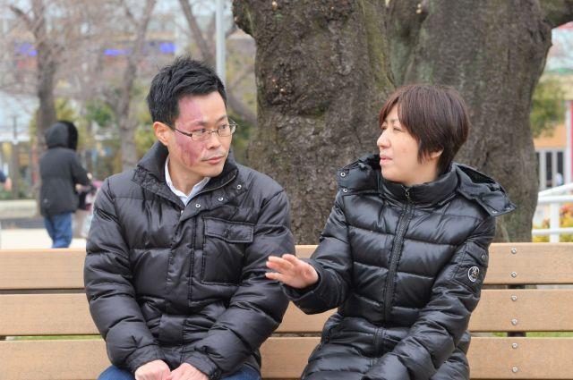 岩井記者(左)と外川さん=河原夏季撮影