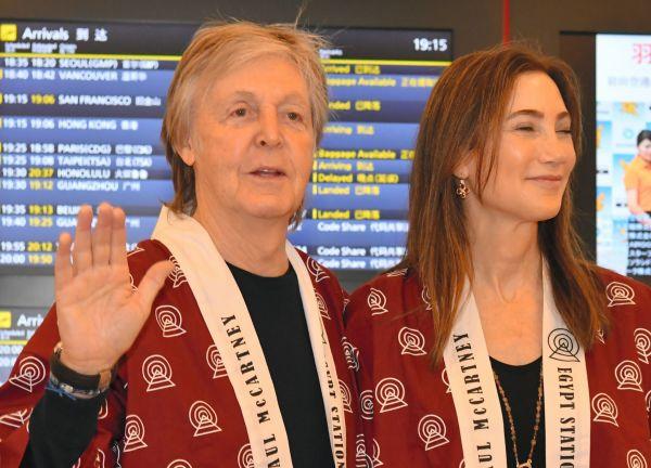 日本公演のため来日したポール・マッカートニーさん=2018年10月29、羽田空港