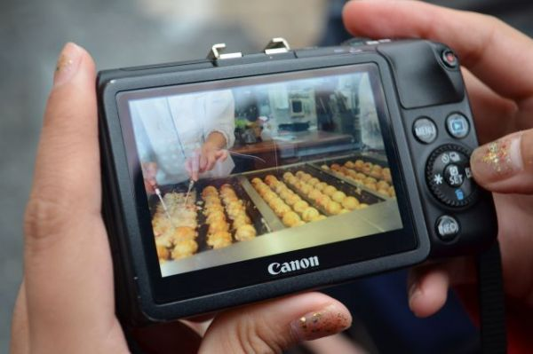 撮影したのは「たこ焼き」。フィリピンにもたこ焼きはあるが、日本のものは「丸くて、甘い」らしい。