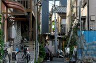住宅が密集する地域。木造が多く、大地震での防災対策が問われている=2013年6月17日、東京都葛飾区四つ木
