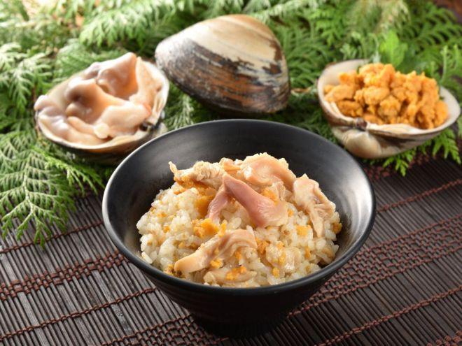 「うにとほっき貝の炊き込みご飯の素」で炊いたご飯