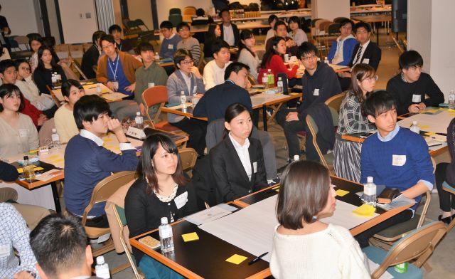 イベントに集まった大学生たち=東京都渋谷区のスマートニュース