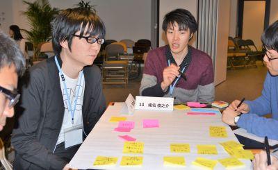 野村総合研究所の蛯名俊之介さん(右から2番目)