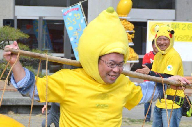 「レモン王子」こと奥本隆三さん(昨年のせとだレモン祭り)