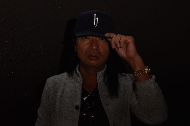 撮影では帽子を目深にかぶったdj hondaさん。顔が見えづらい理由も聞きました